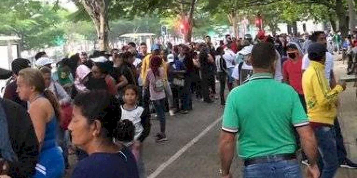 Por falsa cadena, venezolanos en Medellín hicieron fila para reclamar 60 mil pesos