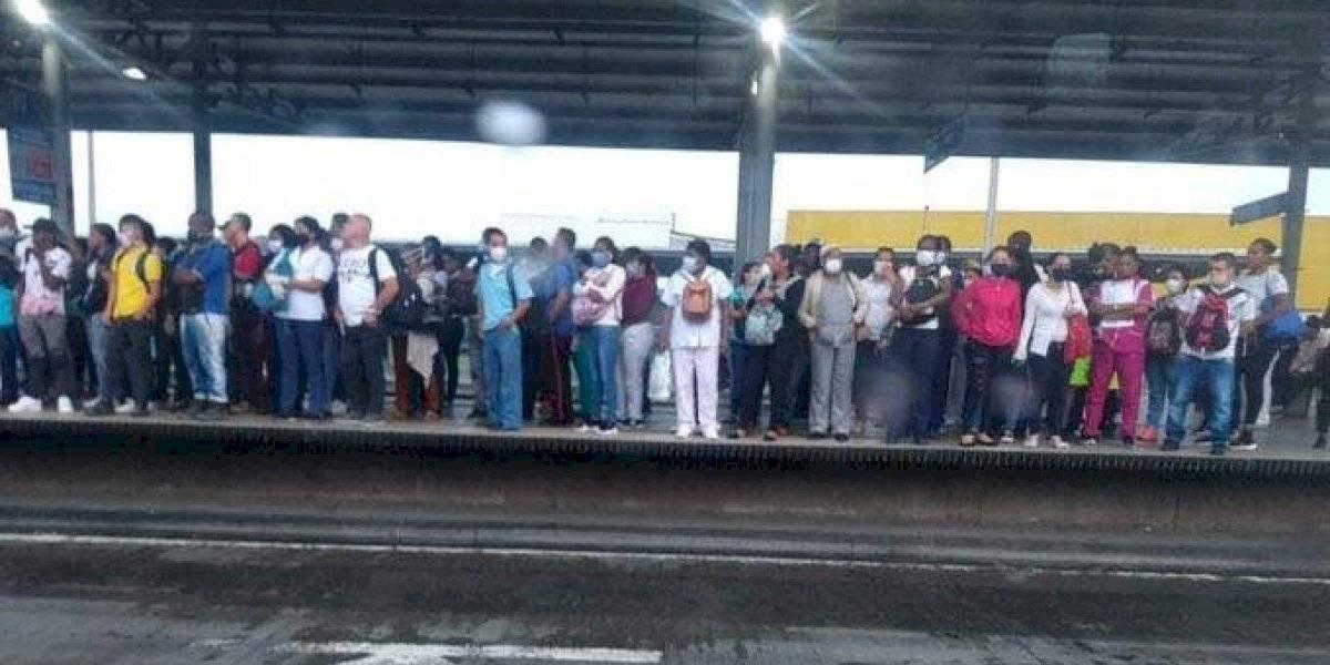 (Fotos) Personas se arriesgaron, fueron a trabajar y llenaron el transporte público en Colombia