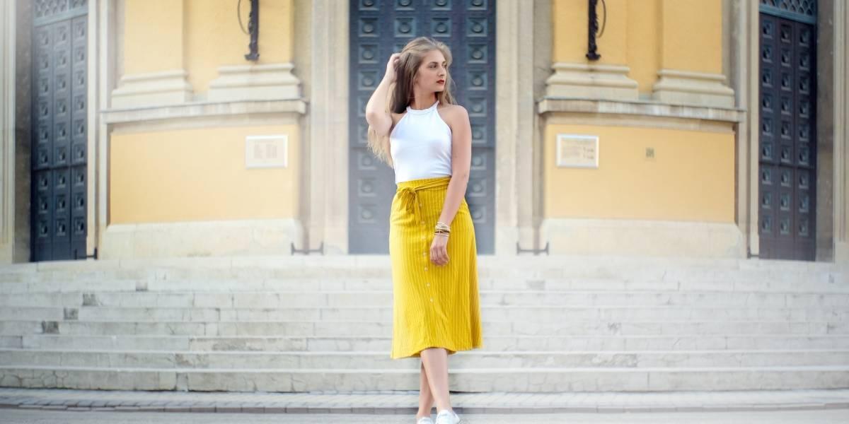 10 ideias de looks com saia midi para te inspirar