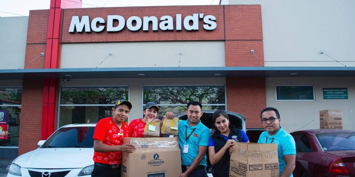 McDonald's entrega donativo de alimentos al personal del Parque de la Industria y Hospital de Villa Nueva