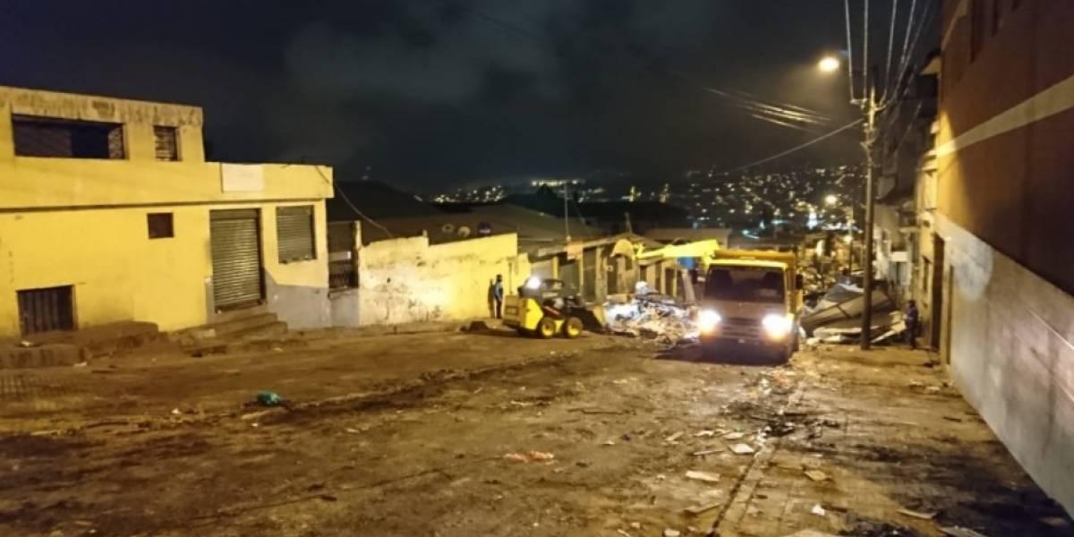 Tras operativo, autoridades recuperan el espacio del mercado de San Roque