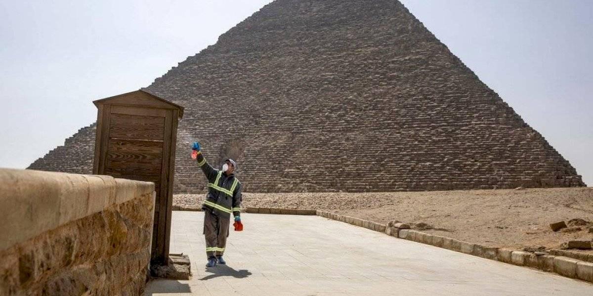 Egipto fumiga las pirámides para combatir el coronavirus Covid-19