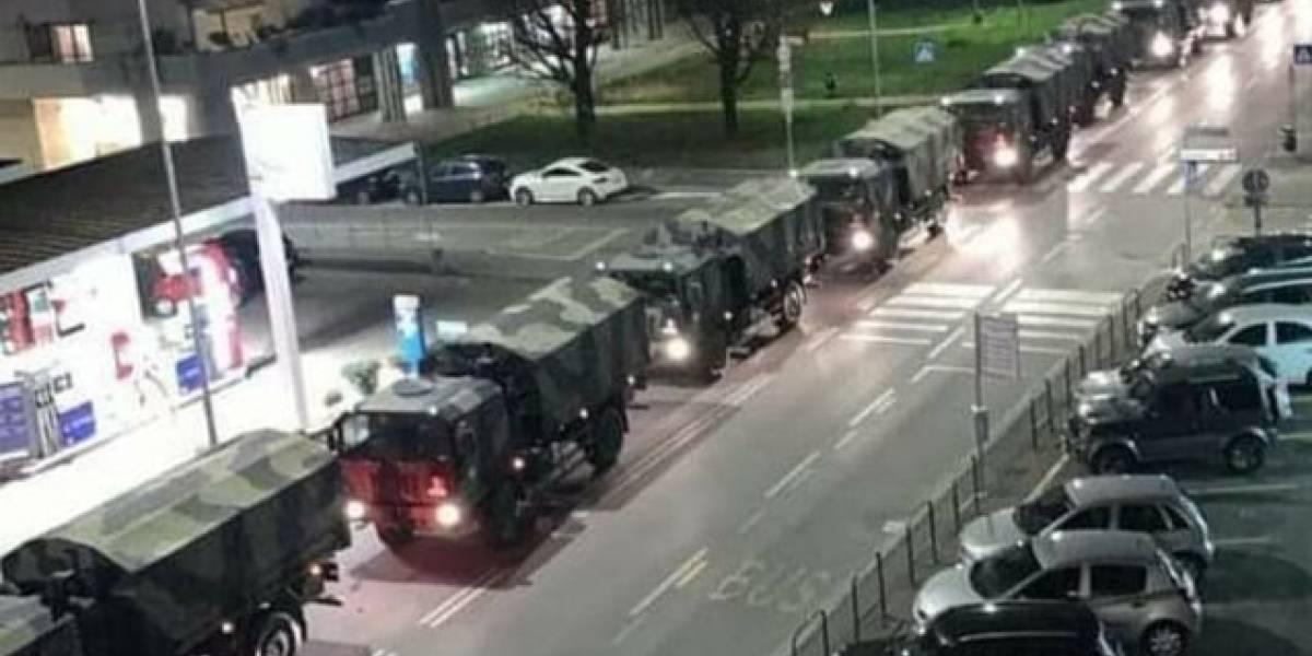 Covid-19: frota de caminhões militares transporta caixões de vítimas na Itália