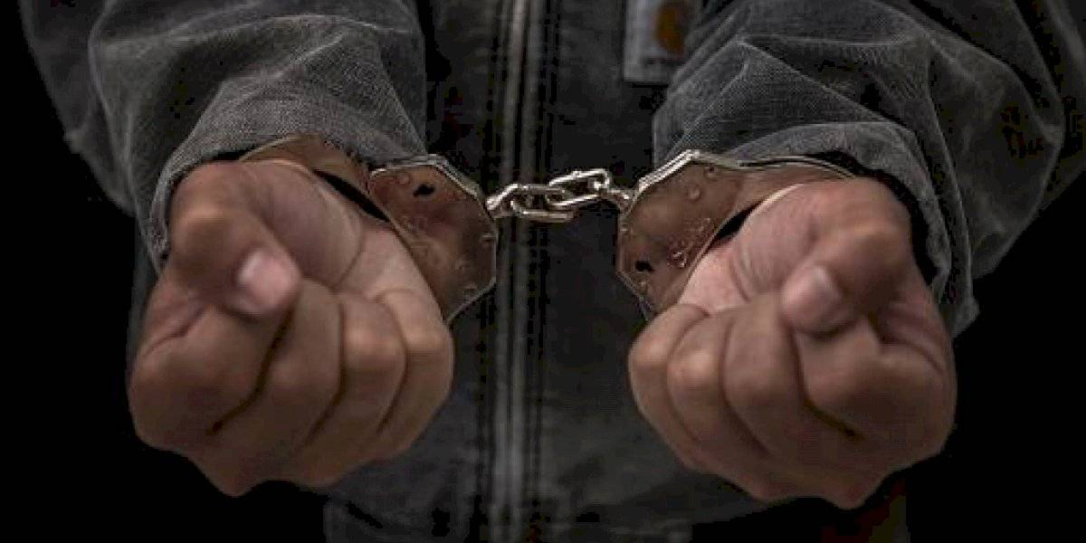 Hombre se graba lamiendo desodorantes y es arrestado durante emergencia sanitaria por coronavirus