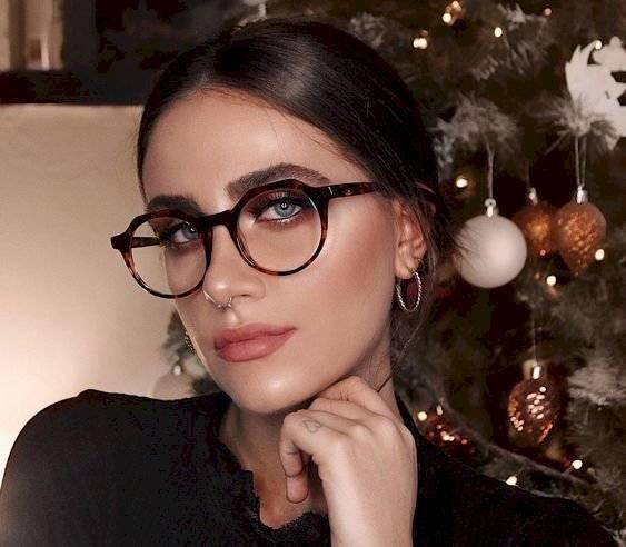 peinados para chicas con lentes