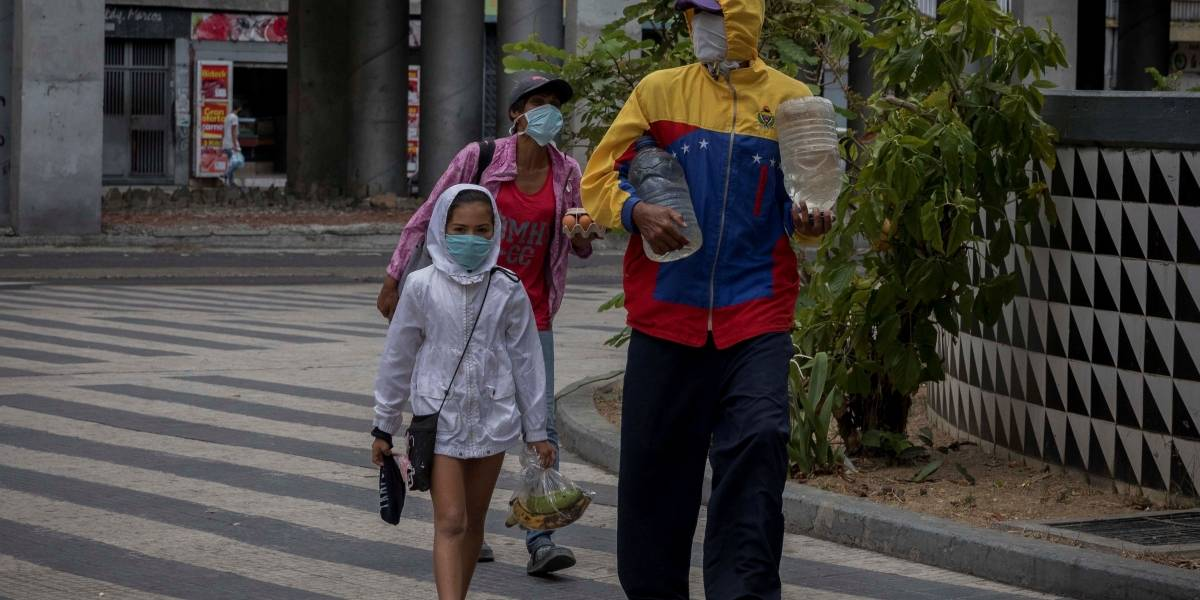 Denuncian desalojos de venezolanos en Bogotá por falta de pago