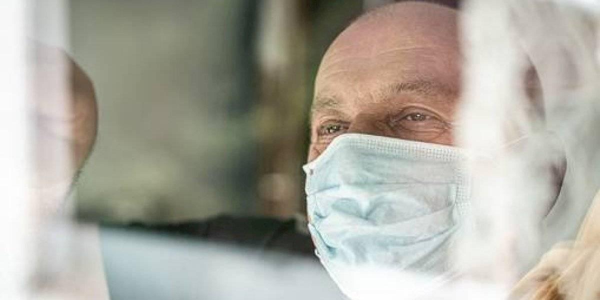 Paciente de Covid19,  recibe el alta hospitalaria en el Hospital de Especialidades José Carrasco Arteaga