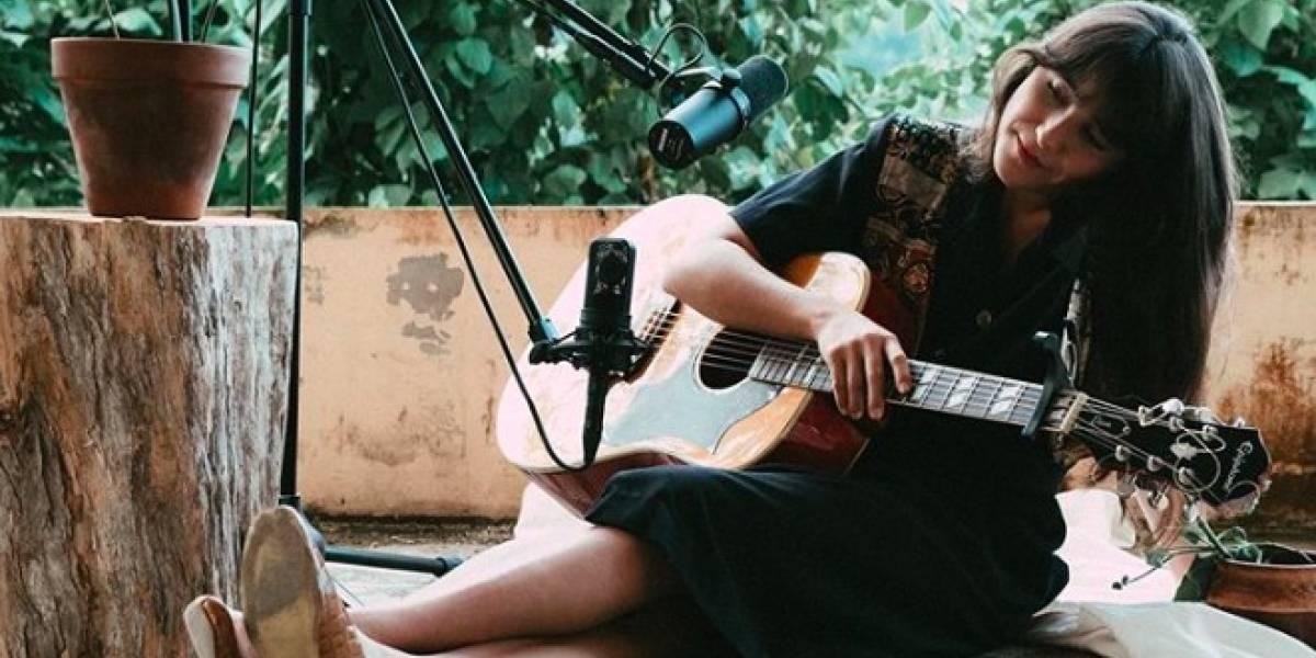 Andrea Cruz propone un nuevo video musical en vivo