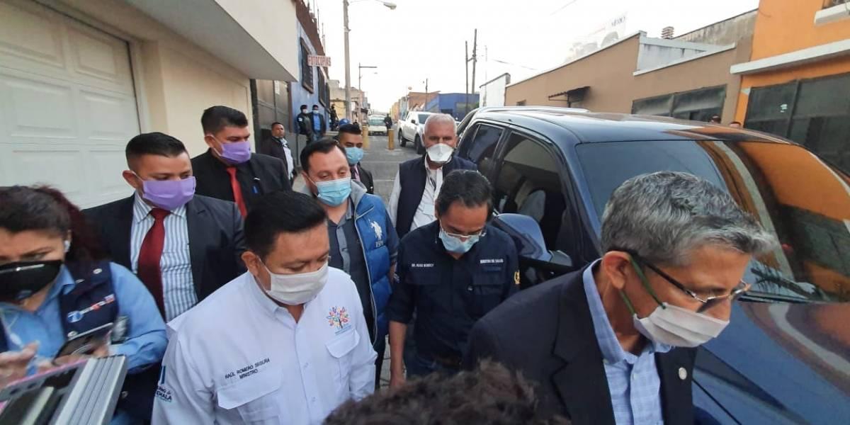 Ministros visitan el albergue instalado en la zona 8 por coronavirus