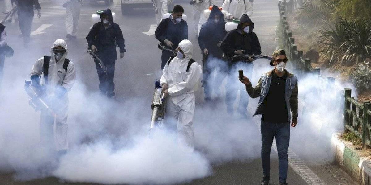 """Locura en Irán: toman alcohol industrial para """"protegerse"""" del coronavirus y ya van 300 muertos"""