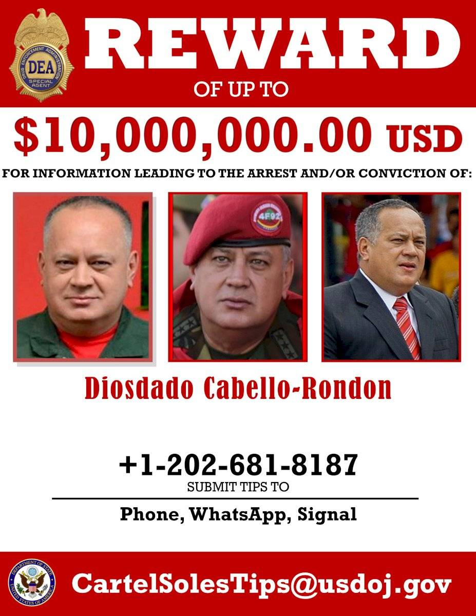 Departamento de Justicia de EE. UU. muestra un carteles de recompensa para la captura de Nicolás Maduro y Diosdado Cabello.
