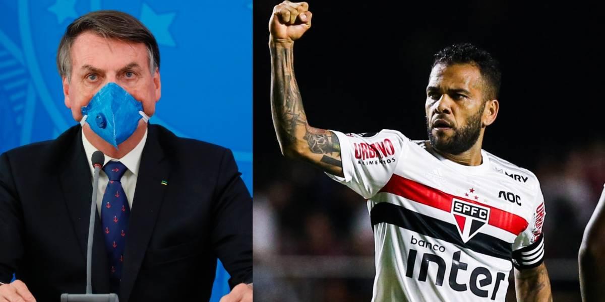 Dani Alves criticó a Jair Bolsonaro por su irresponsabilidad en el manejo del coronavirus