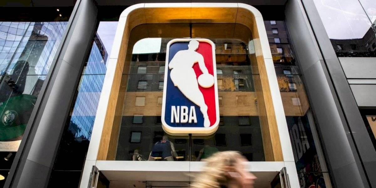 Adam Silver y ejecutivos NBA tendrán reducción de sueldo
