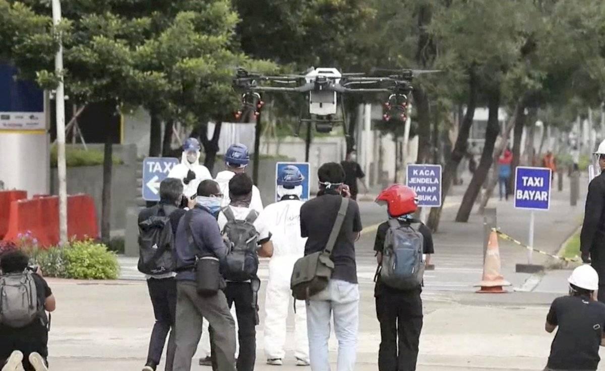 Implementa Indonesia un dron para rociar desinfectante
