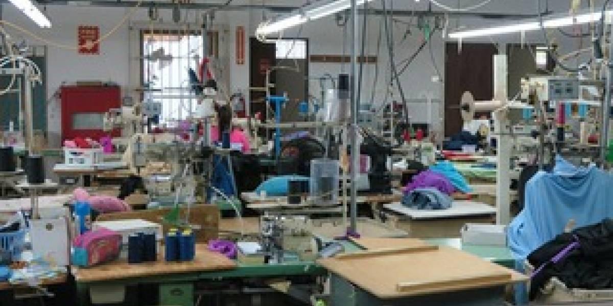 Compañías textiles buscan ajustar sus operaciones para producir material y equipo necesario para combatir coronavirus