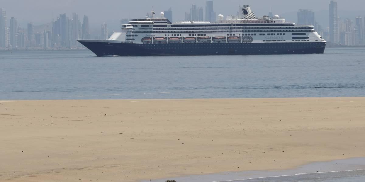 Panamá permitirá a crucero varado con cuatro fallecidos por COVID-19 transitar por el canal