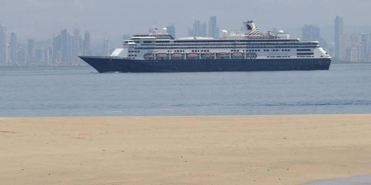 Crucero Zaandam con dos muertos por COVID-19 va rumbo a Florida