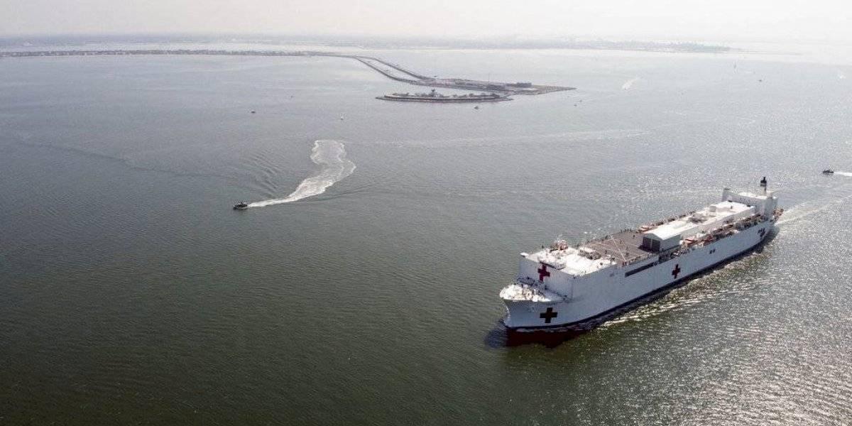 Buque hospital de la Armada llega a Nueva York