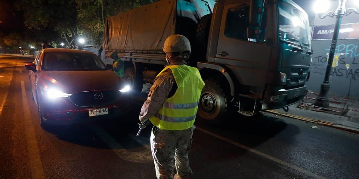 Una submetralladora y más de 100 cartuchos: automovilista transitaba en Lo Prado con un arsenal durante el toque de queda