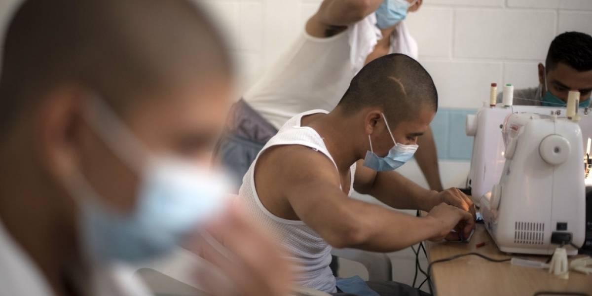 Jóvenes en conflicto con la ley elaborarán 1 millón de mascarillas