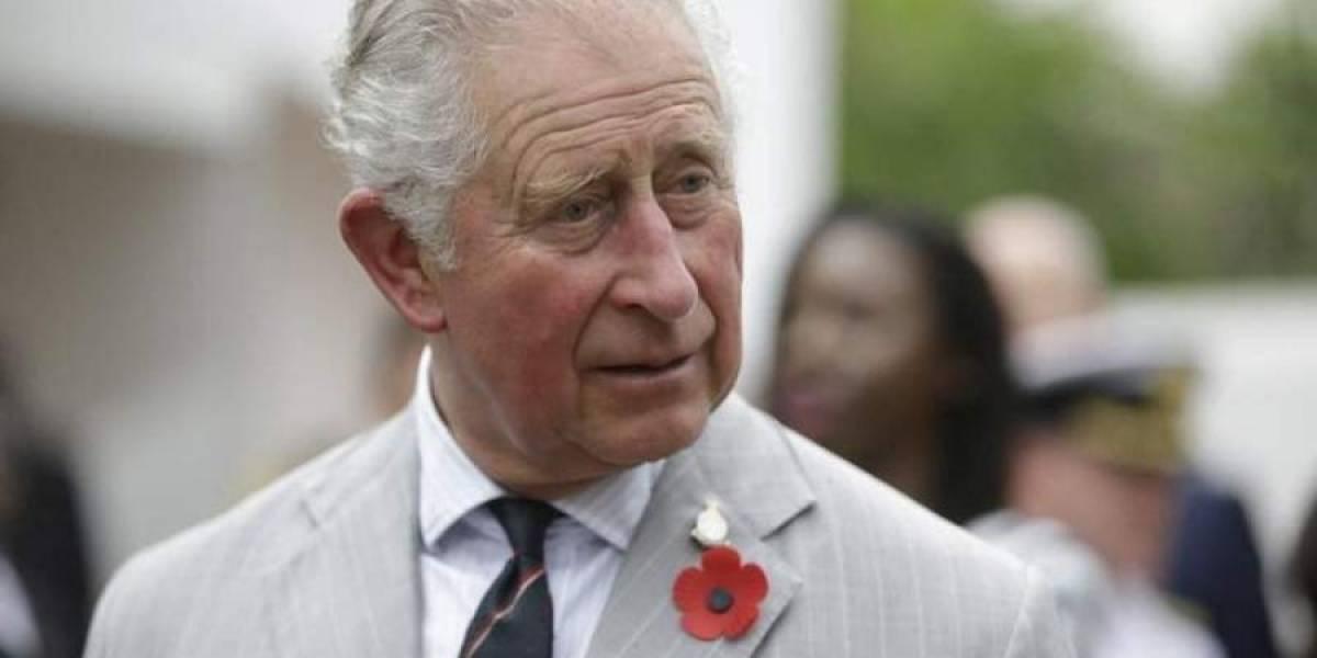 """Príncipe Carlos de Inglaterra deja el aislamiento y está """"con buena salud"""""""