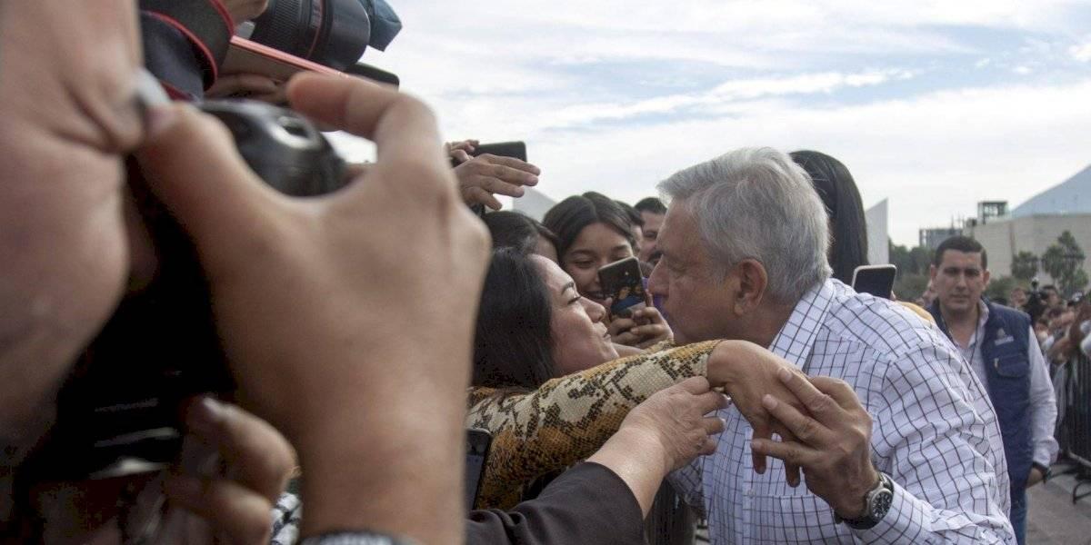 Cuando la epidemia pase, convocará AMLO a besos y abrazos en el Zócalo