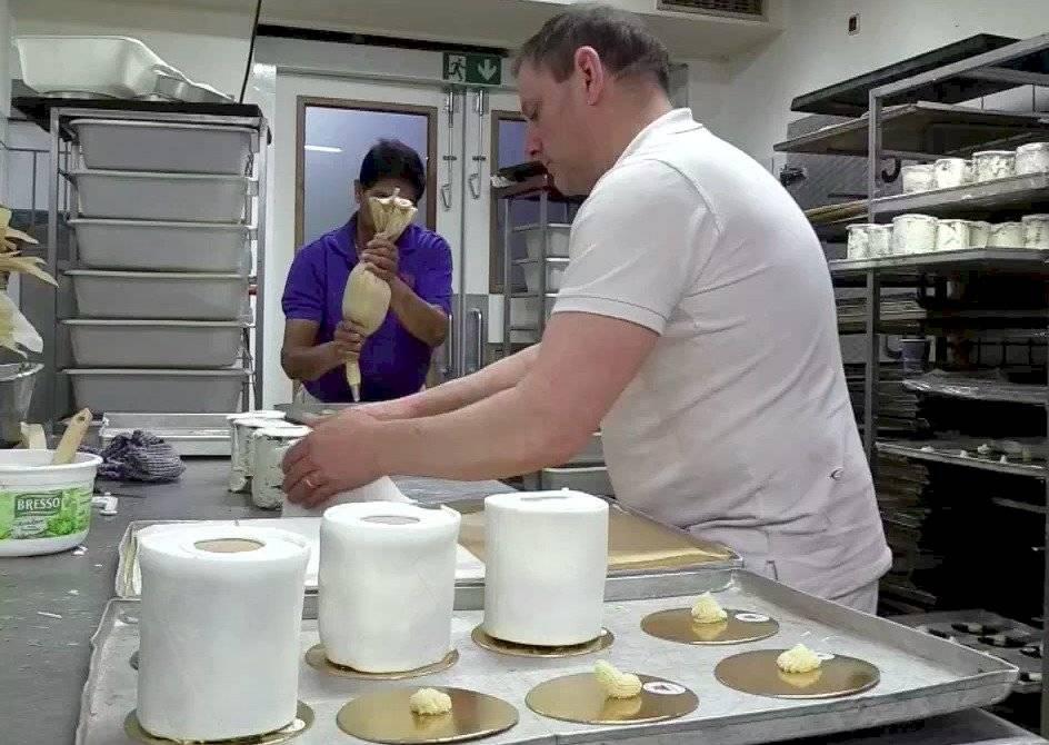 Panadería produce pasteles con forma de papel higiénico