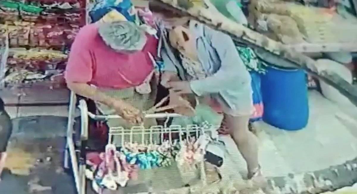 Nieta roba a su abuela