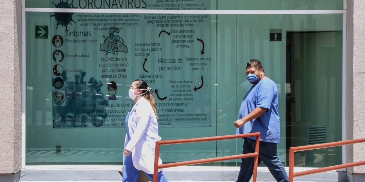 Médicos enfrentan Covid-19 sin cubrebocas ni materiales