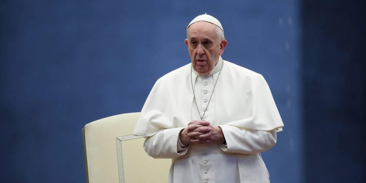 Papa homenageia médicos e padres vítimas da Covid-19