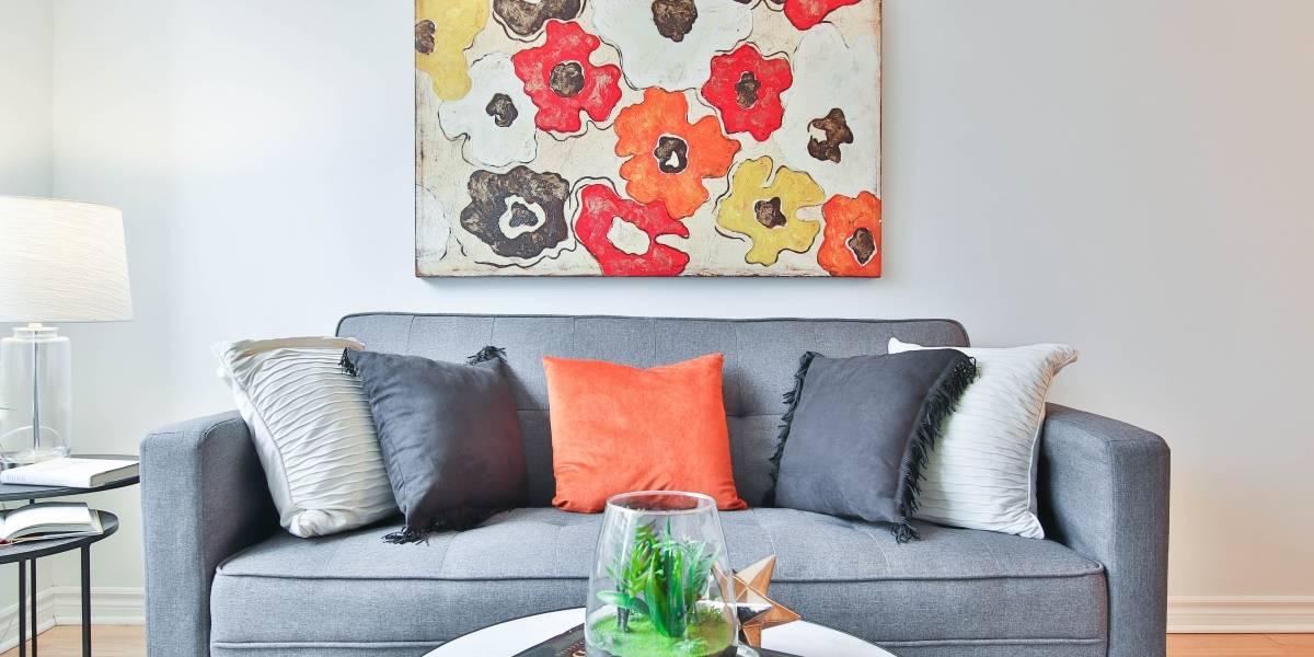 As principais dicas para escolher almofadas decorativas e ter um sofá de capa de revista