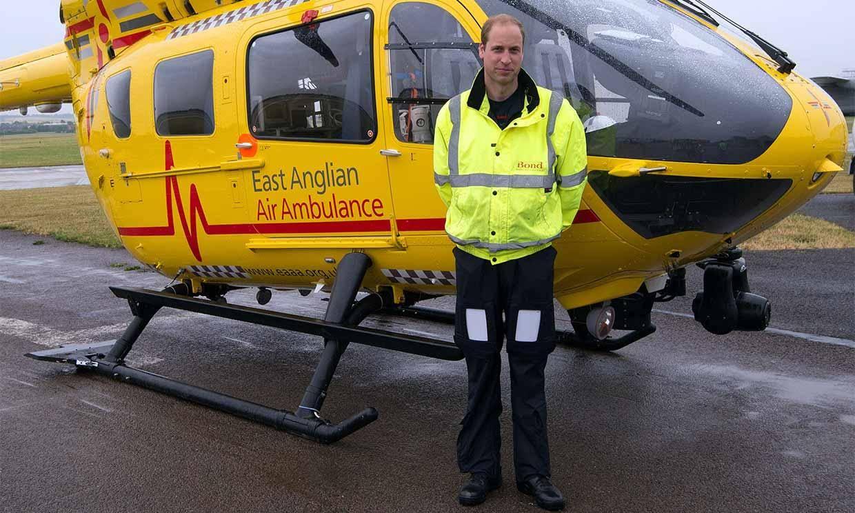 El príncipe William se plantea volver a ser piloto