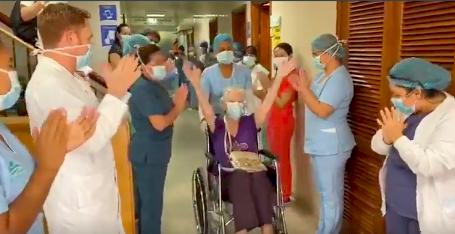 Con calle de honor dan de alta a paciente de 84 años que se curó de coronavirus en Cartagena