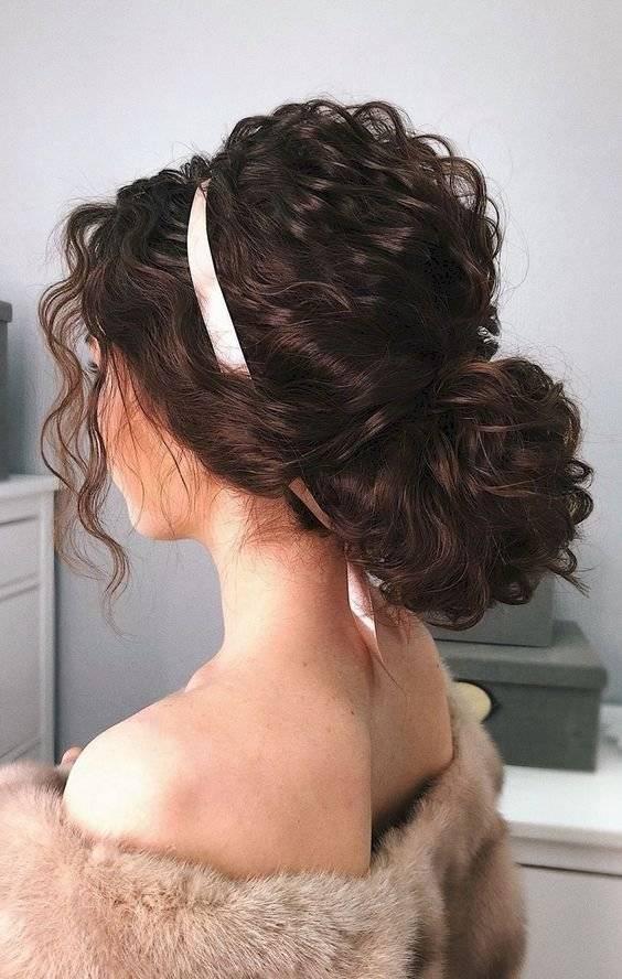 cabello rizado con cara redonda