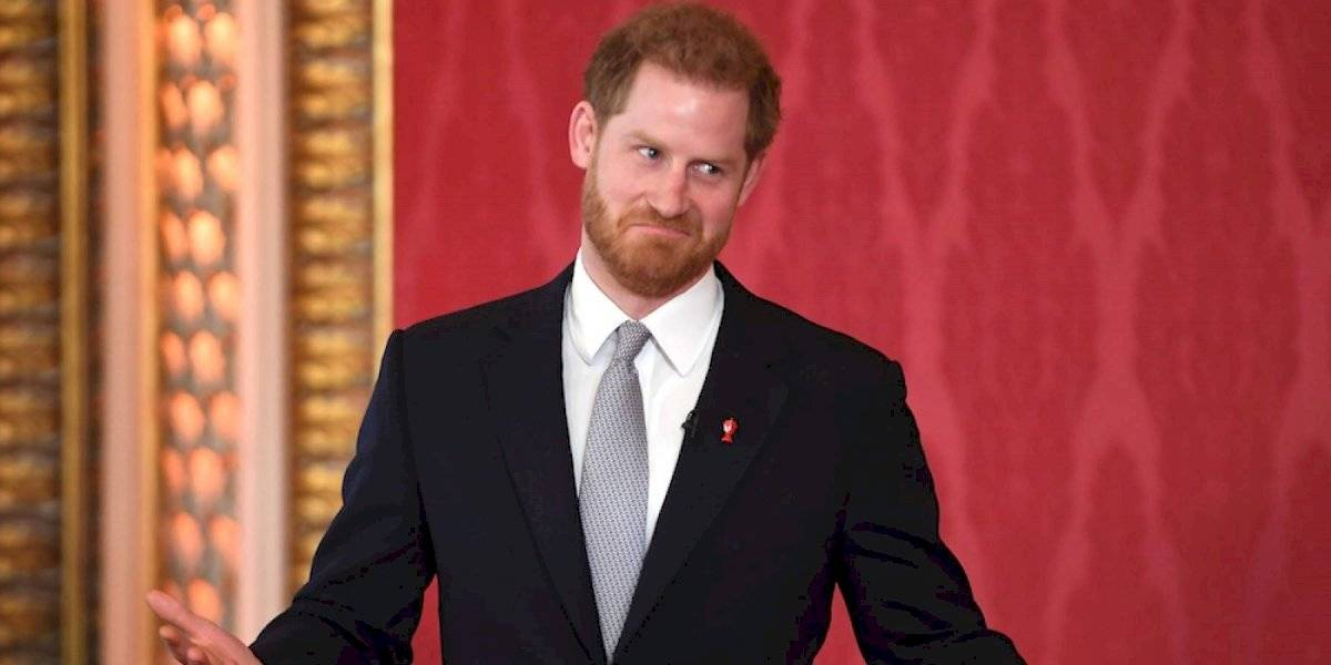FOTOS. Captan al príncipe Harry en pánico comprando grandes cantidades de papel higiénico