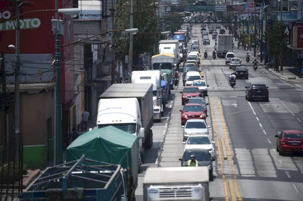 Fuerte carga vehicular por tercer día consecutivo