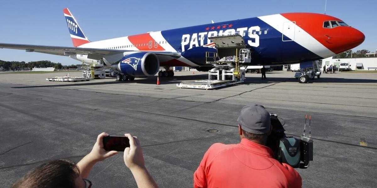 Avión de los Patriots trae de China un millón de mascarillas