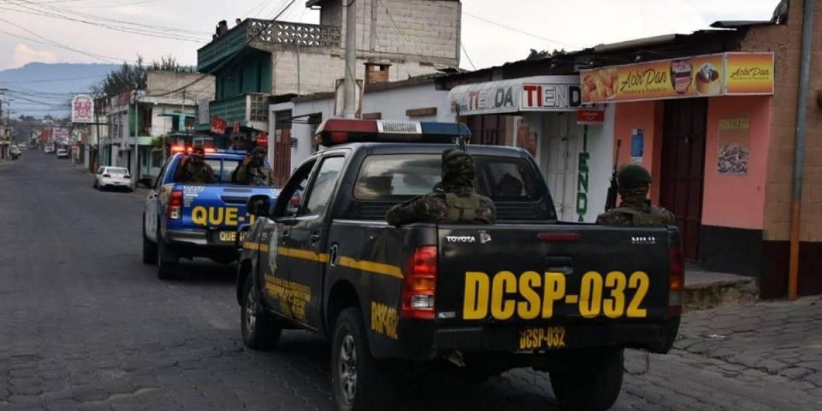 Casi 300 personas detenidas durante el toque de queda