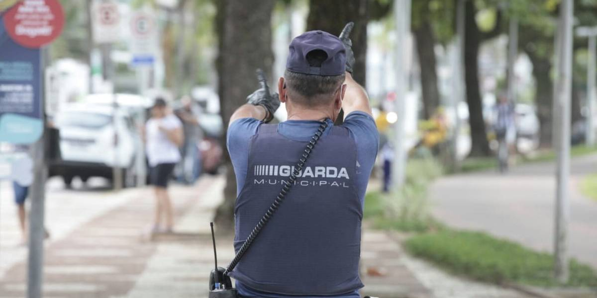Santos proíbe acesso ao calçadão da praia após desobedecerem restrições