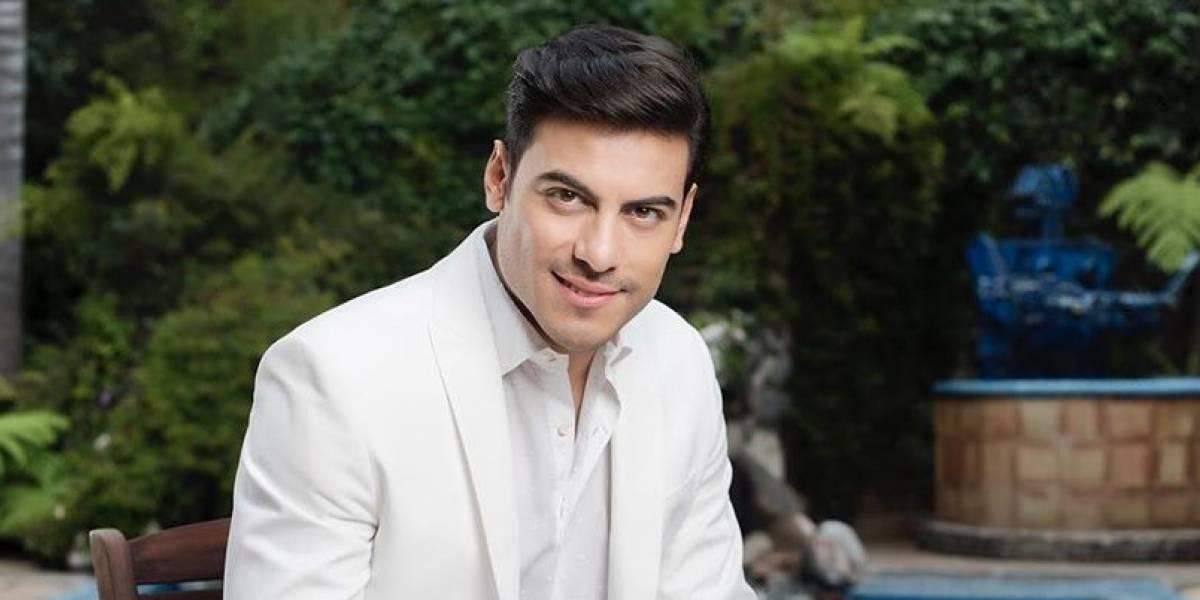 Enamora Carlos Rivera en su acústico