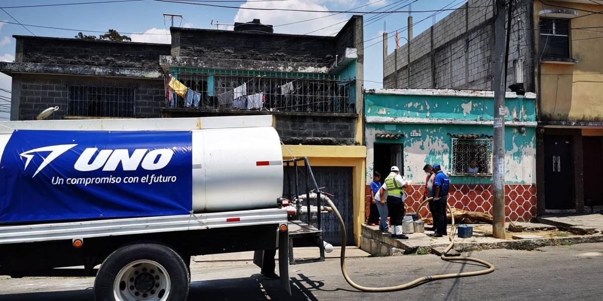 Gasolineras UNO beneficia a cientos de guatemaltecos donando miles de galones de agua
