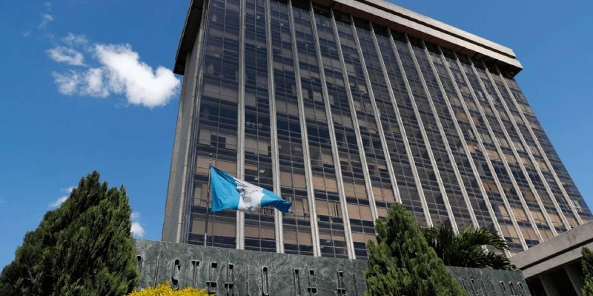 En medio de crisis, Guatemala desciende en calificación de riesgo