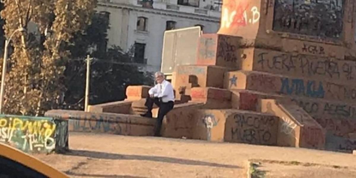 """Piñera en Plaza Baquedano: según Carlos Peña fue """"un inconsciente acto de provocación y desprecio"""" que hizo estallar las redes sociales"""
