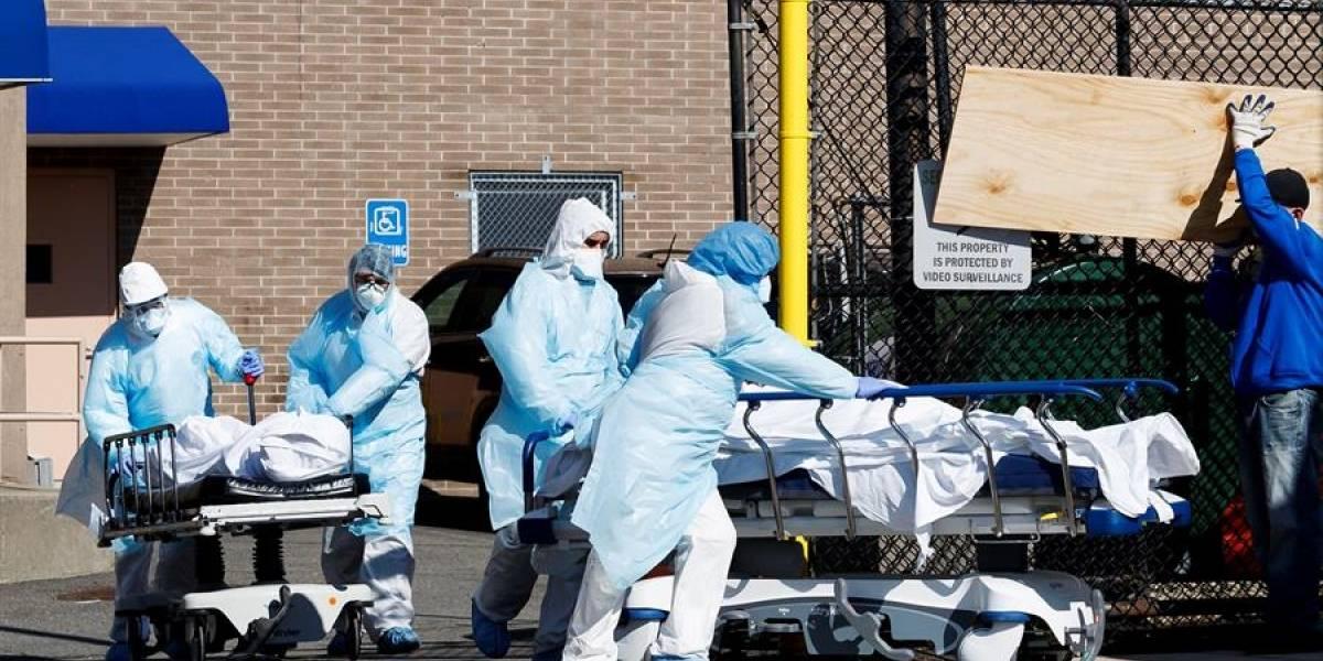 """Nueva York plantea """"entierros temporales"""" en parques ante morgues desbordadas por coronavirus"""