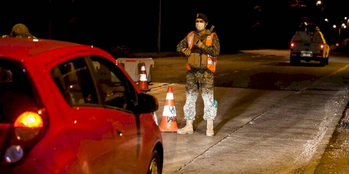 """Carabineros reporta que 358 personas fueron """"conducidas"""" por no respetar toque de queda"""