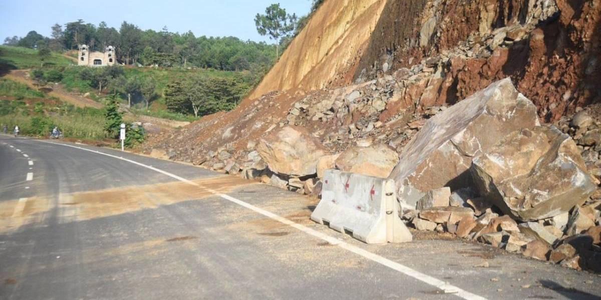 Nuevo derrumbe en libramiento de Chimaltenango sorprende a usuarios