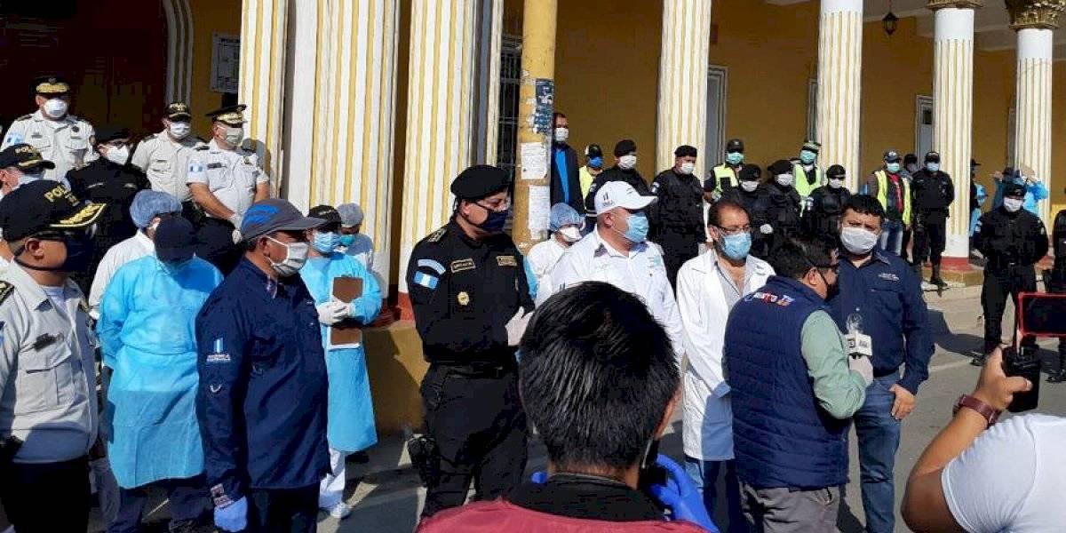 VIDEO. Delegados de Salud son distribuidos en Patzún entre aplausos y custodia de PNC