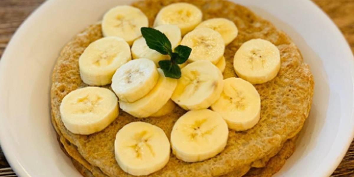 ¡Toma nota! Así se preparan los hotcakes de avena y plátano fitness