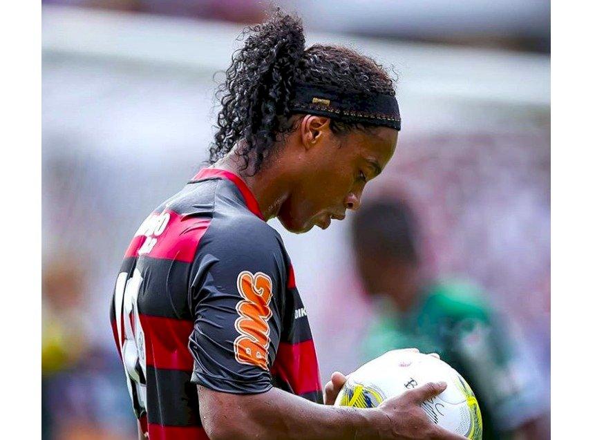 Ronaldinho quedaría fuera del FIFA 2020