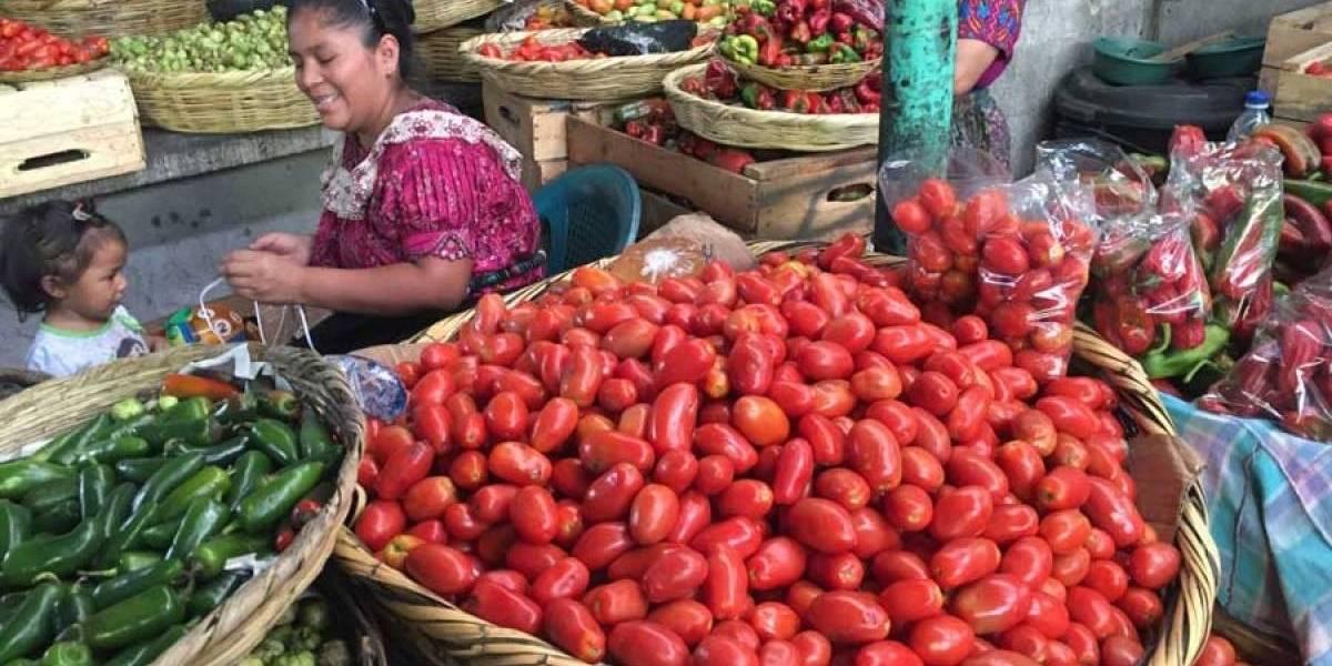 A inicios de la crisis, precios de canastas de alimentos suben Q62 y Q27 a marzo